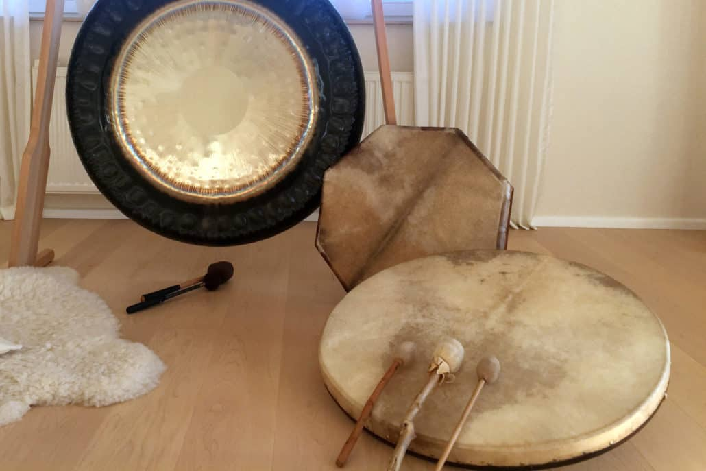 Schamanische Trommel und Gong